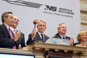 NS Wick Moorman Ringing Bell at New York Stock Exhchange